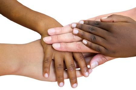 manos unidas: Macro cerca de los niños multirraciales manos unidas. Aislado en el fondo blanco. Foto de archivo