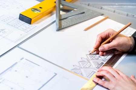 topografo: Macro close up de diseño casa planificación arquitecto con un lápiz.