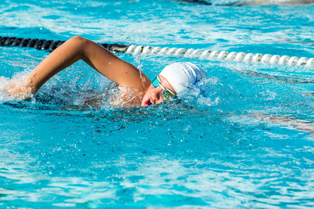 Close up action shot of Teen boy swimming freestyle at swimming lesson. Stok Fotoğraf - 48644159