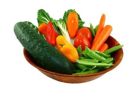 Assortiment van verse groenten In een houten kom