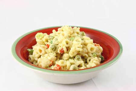 Kleurrijke Kom Van Old Fashioned Macaroni Salade