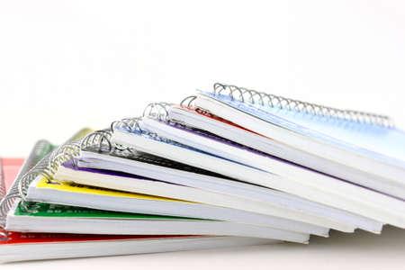 Stapel Van Spiraal Notebooks eindaanzicht Op Wit Stockfoto