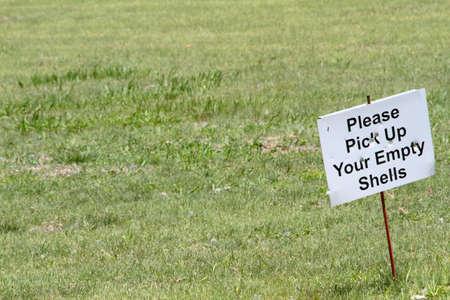 Empty Shells Meld Bij Openlucht Shooting Range
