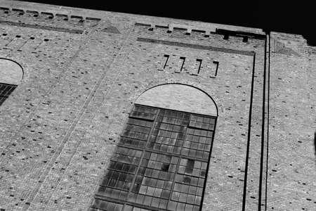 paredes de ladrillos: Ventanas y ladrillos de A 100 a�os del edificio de ladrillo