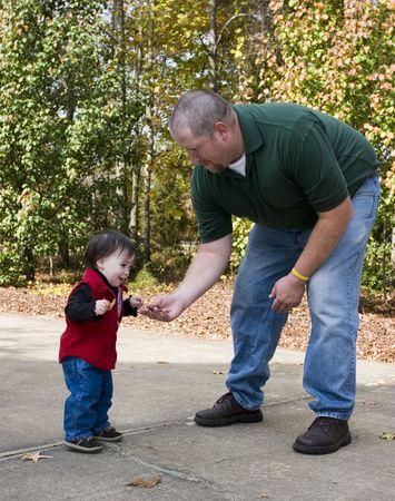 affectionate action: Hija y padre de juego  Foto de archivo