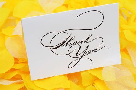Dank je kaart op gele bloemblaadjes
