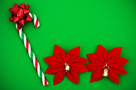 Candy Cane met rode strik en Poinsettia op groene achtergrond, Candy Cane