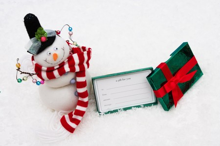 Gift box sitting with a snowman on snow background, gift box Stok Fotoğraf - 4081671