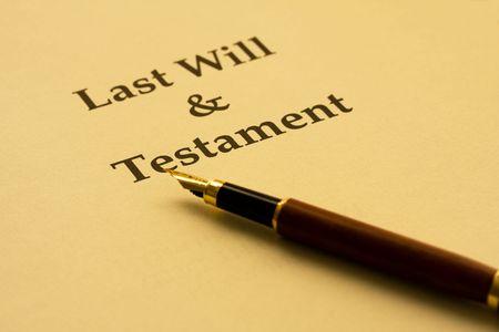 testament schreiben: Ein St�ck Papier mit letzte will und Testament und einen Stift, Ihr Schreiben