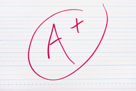 A letter grade written on lined paper, good grades 스톡 콘텐츠