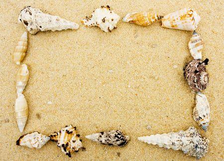 Schelpen een frame in het zand, shell frame maken Stockfoto - 6459055