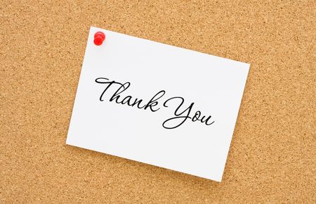 thank you note: A thank you note tacked to a corkboard, thank you note Stock Photo