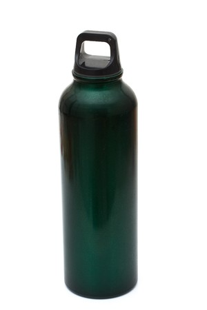 reciclable: Un agua de color verde botella reciclable aislado en blanco, ecol�gico