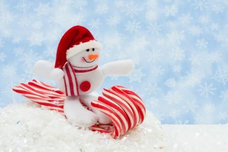 Op een candy cane slee met sneeuw, plezier Snowman Snowman Stockfoto - 8065438
