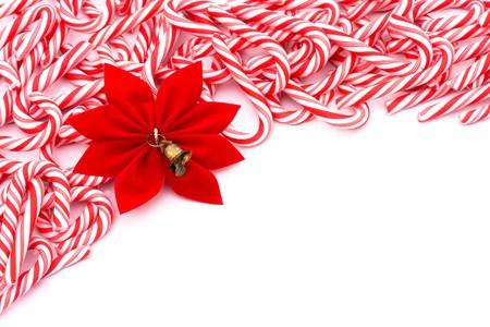 Mini snoep stokken maken van een rand op een witte achtergrond, Christmas Time Stockfoto