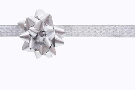 Een lint en boog op een witte achtergrond, Kerst mis heden