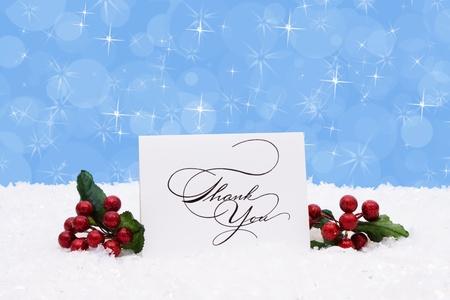 te negro: Una tarjeta de agradecimiento sentado sobre la nieve con un fondo azul, el tiempo de Navidad