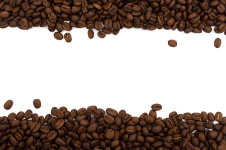 Kaffeebohnen auf beiden Seiten, isoliert auf weiss für ein Kaffee-Grenze Standard-Bild - 9370244