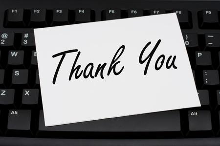 Teclado de ordenador con una tarjeta de agradecimiento, gracias a su negocio Foto de archivo - 10423769