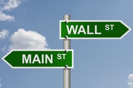 main market: Un cartello stradale americano con sfondo cielo e spazio per copiare il messaggio, Wall Street e Main Street