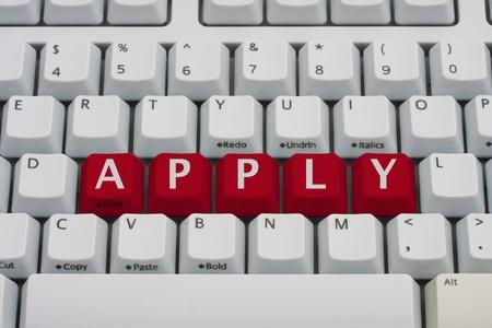 빨간색 키 맞춤법이 적용된 컴퓨터 키보드가 온라인으로 적용됩니다. 스톡 콘텐츠