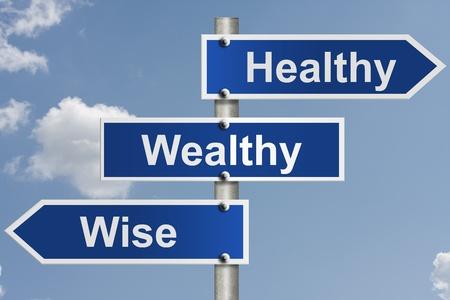 健康、裕福、賢明な言葉で空とアメリカの道路標識