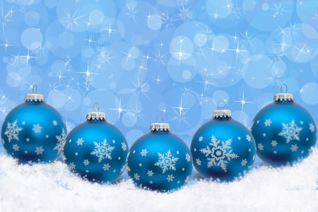 Turquoise blue Christmas ornaments with snowflakes and snow with a festive turquoise background, Christmas Time Archivio Fotografico