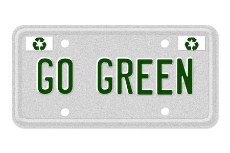 plaque immatriculation: Les mots Passez au vert sur une plaque d'immatriculation gris avec symbole de recyclage isol� sur blanc, Visez vert de plaque d'immatriculation de voiture