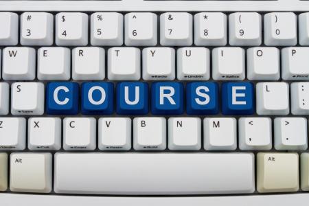 Computer toetsen met woord cursus, cursussen online beschikbaar
