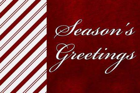 Een seizoen van Groeten, Groeten Een Candy Cane Stripes met woorden Seizoen over rode pluche achtergrond Stockfoto