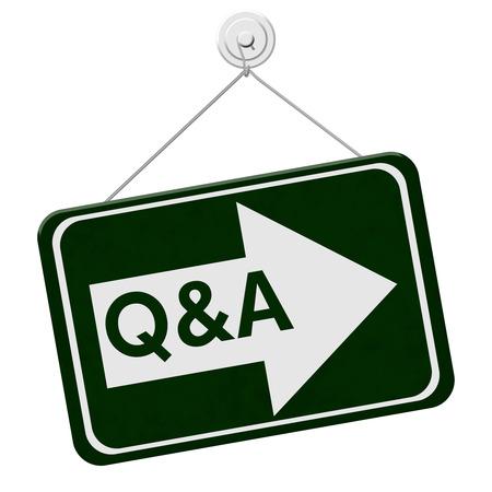 control de calidad: Q & A Esta muestra de la manera, un cartel verde con la palabra Q & A con una flecha aislado en un fondo blanco Foto de archivo