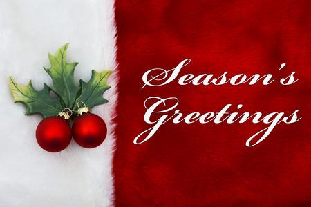 Season's Greetings, A pluche rode kous met een Maretakornament en woorden Season's Greetings