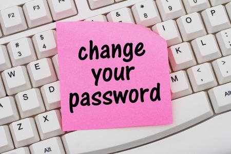 비밀번호를 변경 텍스트 핑크 빈 스티커 메모와 비밀번호, 컴퓨터 키보드 변경 스톡 콘텐츠 - 48195010