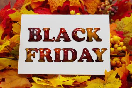 黒金曜日ショッピング、紅葉本文ブラックフラ イデー白グリーティング カードの 写真素材