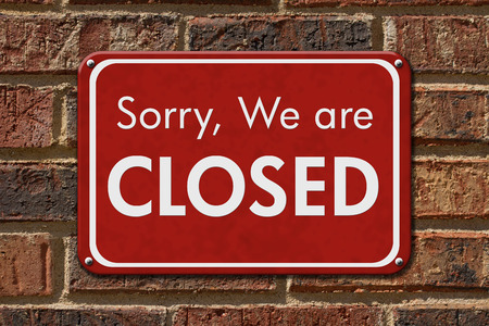 we: Sorry We are Closed Sign, A red hanging sign with text Sorry We are Closed on a brick wall Stock Photo