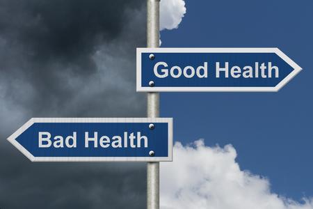 buena salud: Gozar de buena salud en comparación con la mala salud, Dos azul señal de tráfico con el texto de la buena salud y mala salud con el fondo brillante y el cielo tempestuoso