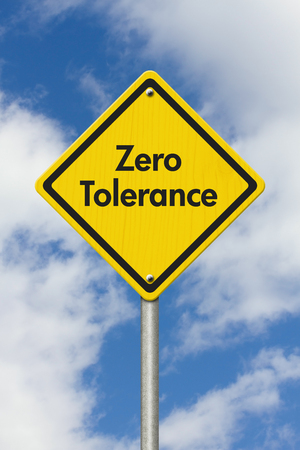 tolerancia: Yellow warning highway sign with words Zero Tolerance with sky background