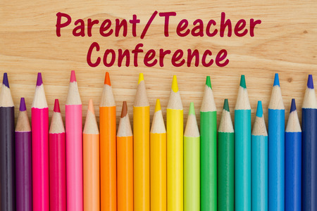 Parent Teacher Conference text with colorful pencil crayons on a desk Zdjęcie Seryjne