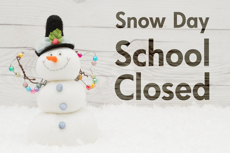 School canceled message, A snowman with text Snow Day School Closed on weathered wood Фото со стока - 80029854