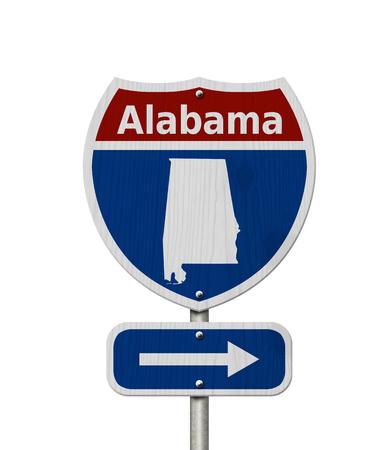 Autoreise nach Alabama, rot, weiß und blau Interstate Highway Straßenschild mit Wort Alabama und Karte von Alabama isoliert über weiß Standard-Bild - 80082595