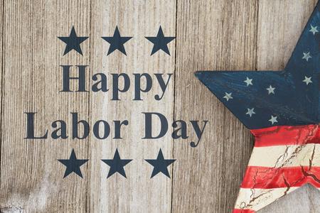 幸せな労働者の日グリーティング カード、風化した木の背景にテキスト ハッピー労働者の日にアメリカ愛国古い星 写真素材