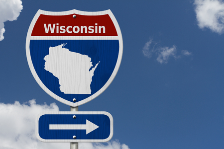 Road trip to Wisconsin, Red, white and blue interstate highway road sign with word Wisconsin and map of Wisconsin with sky background 免版税图像