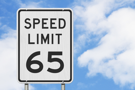 US 65 mph Speed Limit sign isolated with sky background 스톡 콘텐츠