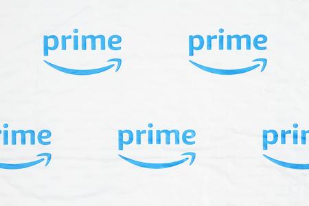 South Carolina, USA March 2019. Illustrative editorial image of the Amazon Prime log on a white plastic bubble envelop Banco de Imagens - 118554136