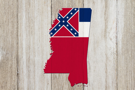 Map of Mississippi in the Mississippi flag colors on weathered wood Banco de Imagens
