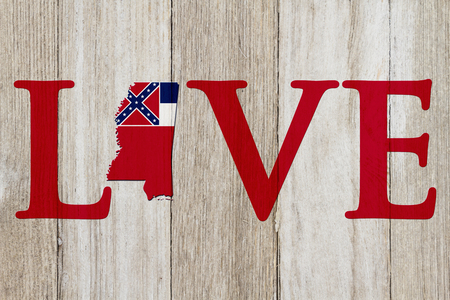 Love Mississippi message with the Mississippi state map in the Mississippi flag colors on weathered wood Banco de Imagens
