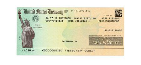 Cheque del Tesoro de los Estados Unidos para un reembolso de impuestos federales o un pago de la Seguridad Social aislado en blanco