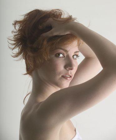 pelirrojas: Redhead hermoso en el cuarto de ba�o