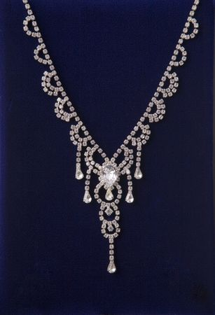 heirlooms: Collana di diamanti sul velluto