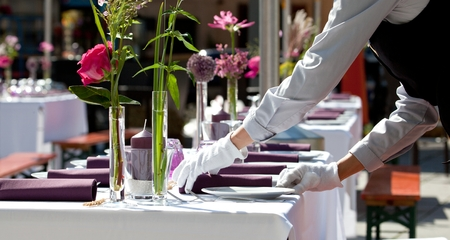 Cateringservice, Hotel Tabel met luxe service in restaurant. Stockfoto